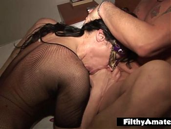 Two brunette milfs to fuck in the ass