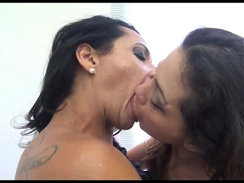 Darling, your mom need a lesbian kiss...